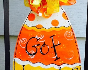 Candy corn sign, got treats sign, got candy sign, happy halloween sign, happy haunting, happy trick or treating, trick or treat door hanger