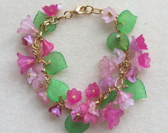 Beaded Bracelet lucite flowers Handmade - Womens Jewelry