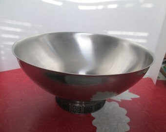 "Rogers-Insilco Fashion Stainless 11"" Salad Bowl"