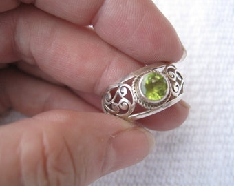 Silver filigree ring with green stone - 192