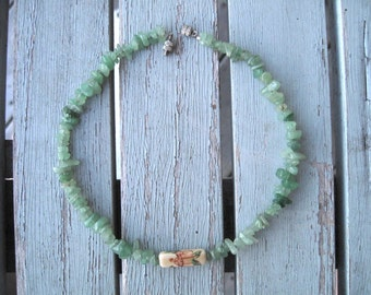 Green stone necklace -- 244