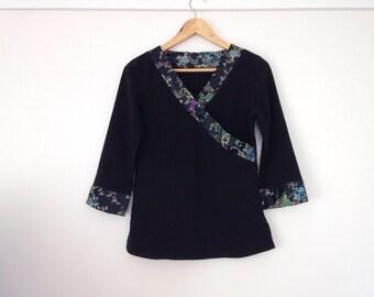 Black Oriental Top // 8 s 3/4 sleeve