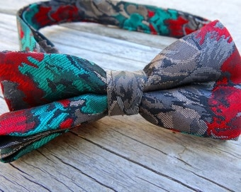Red and Green Pattern Bowtie - Pre-tied