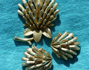 CROWN TRIFARI - 1950s Demi-parure - Clover Brooch & Matching Clip-on Earrings