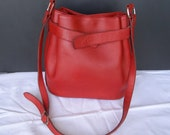 gorgeous bag purse or 80's red leather bucket bag / Vintage bucket bag / purse bag vintage red 80's