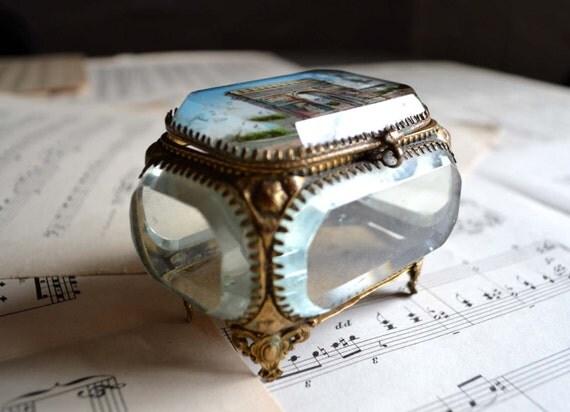 ancienne boite bijoux coffret verre cristal biseaut e capitonn e ormolu arc de triomphe. Black Bedroom Furniture Sets. Home Design Ideas