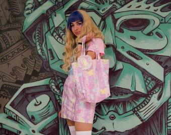 Graffiti can tote bag