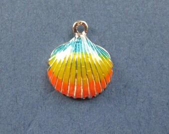 5 Shell Charms - Sea Shell Charm - Shell Pendant - Gold Tone - Enamel Charm - 16mm x 14mm  -- (No.67-10433)