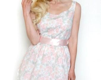 Handmade vintage inspired floral tea dress bridesmaid dress. Size UK 14