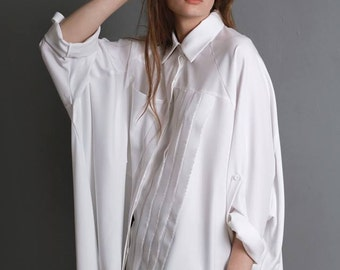 White blouse with secret on the back / long sleeves / multisize / oversize / hole on the back / modern