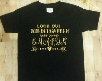Look out kindergarten here comes name custom personalized back to school girls t shirt black and gold glitter first day