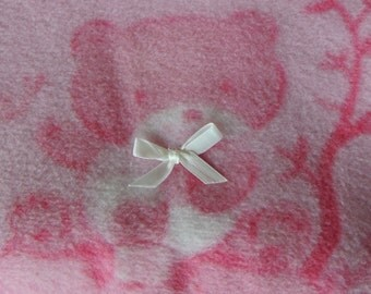 Pink Fleece Blanket with Bow details