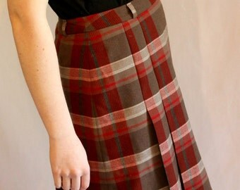 Red and grey vintage pleated skirt / 1970s / tartan / picnic time!