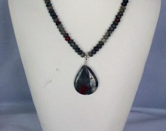 Quartz varied stone with pendant