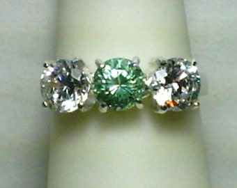 925 Stelring Silver Ring with 6mm White Cubic Zirconias and 6mm Color Change Zandrite Pink to Green Size 7
