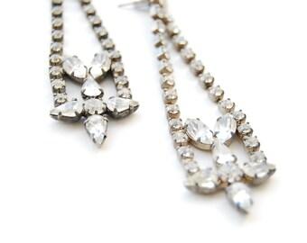 vintage 1980s  / rhinestone / statement earrings / chandelier earrings / shoulder dusters / silver / wedding / crystal earrings