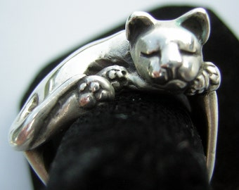 James Yesberger Sterling Silver Sleeping Cat Kitten Ring Vintage 70s Heavy - Size 4 Pinkie Statement for Cat Lover