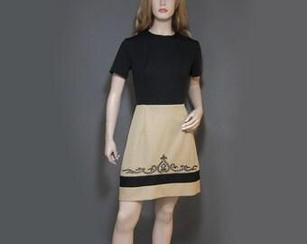 Vintage Dress Mod 60s Mini Black Khaki Tan Short Sleeved Appliquéd Hem M