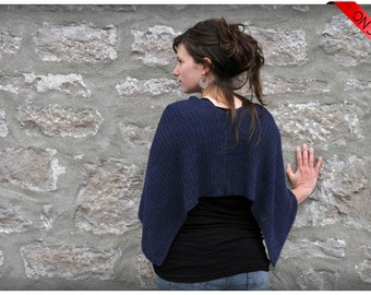 ON SALE Bamboo poncho in navy midnight blue