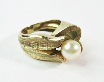 Chunky 1970s 14K Gold Cultured Pearl Ring - Vintage - Tulip - Statement Ring - Mod -Retro