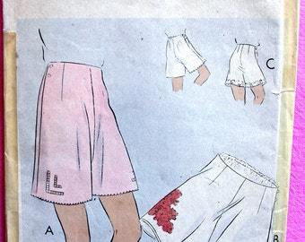 "1930s  Vogue Pattern71792 -- GLAMOROUS  ""Easy to Make"" Regulation Drawers * Tap Panties *   FACTORY FOLDED"
