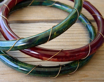 Vintage Bakelite Bracelets Wire Wrapped Spacers Bangles Set of 3 Stacking Bracelets - Spinach Green - Cherry Red Burgundy - Marbled - Tested