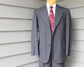 vintage c. 1973 -Nainani's- Custom Made Hong Kong Men's 2 piece suit. Charcoal Gray pinstripe. 3/2 roll - Hollywood waist pants. 40 - 41 Reg