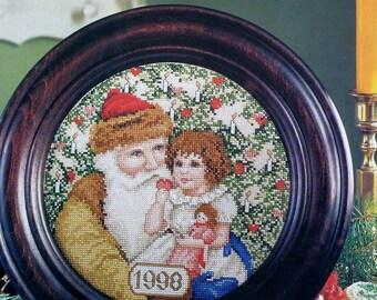 Cross Stitch Pattern A VISIT WITH SANTA By Barbara Sestok 1998 Christmas Plate  - fam