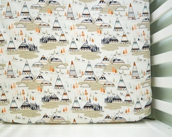 Fitted crib sheet feather arrows charcoal grey white for Mountain crib bedding