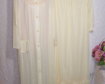 Size Medium - 2 Piece Peignoir Set - from Nancy King Lingerie - Long Sleeve - Full Length - Neglige - Nightgown - Robe - Yellow