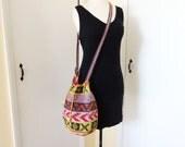 Fabulous Vintage Woven  Southwestern Ethinc Crossbody Bucket Shoulder Hippie Bag Satchel Drawstring Hippie Purse