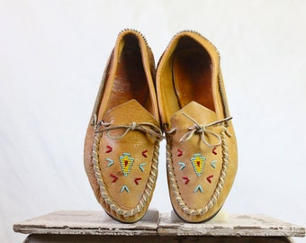 Vintage 70's Leather Beaded Moccasins Sz 9
