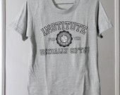 """Thin Grey 80s """"Institute For The Sexually Gifted"""" T-Shirt"""