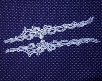 1 Pair of Vintage Venice Style Lace Appliqués. White Satin Tone. Beautiful Single Rose and Scalloped Design. Item 1908A/3643