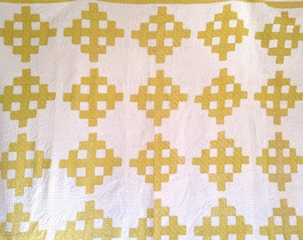 Antique Quilt, Antique Washington Sidewalk Pattern Quilt, 1900s Quilt in Mustard and White, 10-11 SPI, Excellent Condition, Yellow Crosses