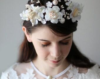 Seashell crown wedding