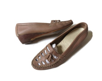 SALE Leather Loafers Womens Loafers Moccasins / Loafer Heels / Loafer Wedges / Tassel Shoes / Taupe / Cut Out Wedges / 70s Shoes / Size 7