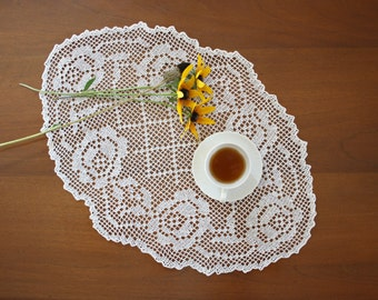 White oval crochet doily with roses, cottage chic, romantic style, hostess gift, crochet tablecloth, autumn decor, vintage home decor