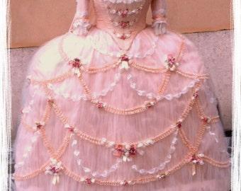 marie antoinette costume rococò1700. large robe de court.