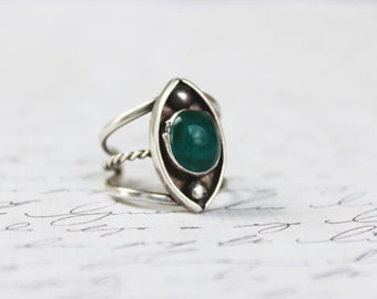 Vintage Sterling Silver Green Turquoise Stone Ring . Southwestern Native American Jewelry . Navajo Hippie Bohemian Statement Ring