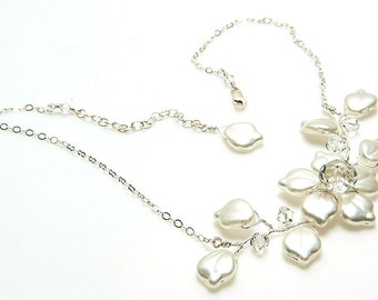 White Bridal Necklace, Wedding Jewelry, Bridal Accessories, White Flower Necklace, Bib Necklace, Choker Necklace, Leaf Necklace