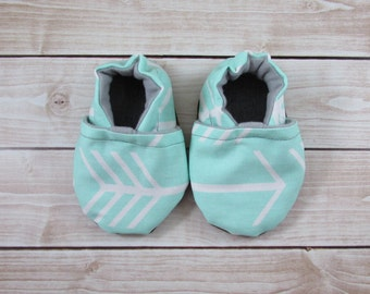 Mint Arrow Baby Shoes, Arrows Fletcher Tula Accessories, Baby Booties, Baby Moccasins, Crib Shoes, Baby Girl Shoe, Baby Booty, Toddler Moccs
