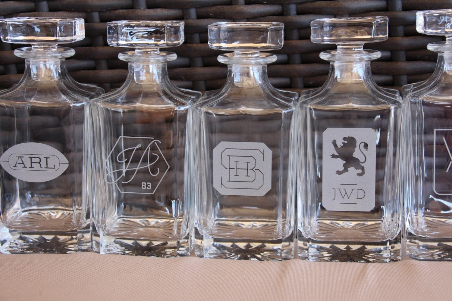 Personalized whiskey decanter custom logo engraved glass for Custom liquor bottles