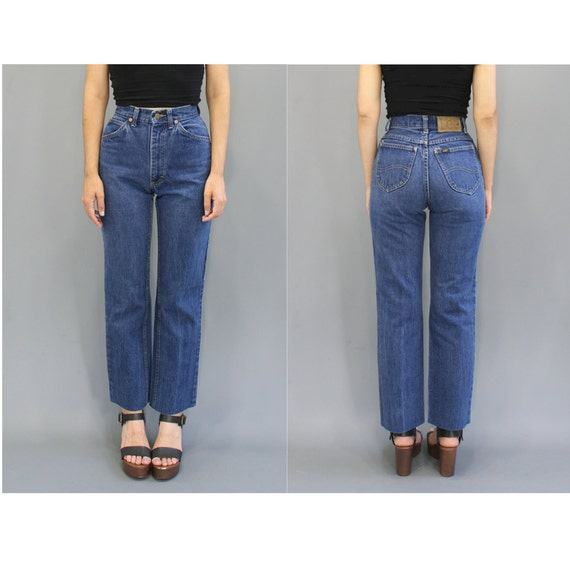 Dec 20,  · Best Answer: 24 = US 00 (UK size 4). The reason you are getting different answers is because the measurement of your actual waist is not the number on the jeans. If you have a 24 inch waist then you might be a size 0/1. But jeans labelled with 24 means a size 00 and your waist would probably measure reasonarchivessx.cf: Resolved.