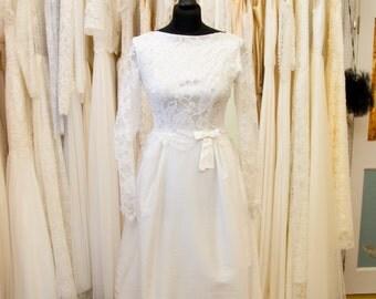 ELIZABETH // Original Vintage 1960s Lace & Satin Wedding Dress / UK 10 SALE