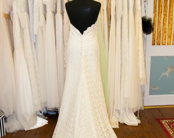 Items similar to lovely1960 39 s white and yellow daisy lace for Daisy lace wedding dress