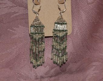 Earring, silver and green beaded dangle (E 0312)