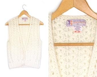 Vintage 70s crochet top. Knit tank top. White vest. Sleeveless cardigan vest. Boho Vest. Hippie. Womens vest.