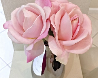 Real Touch Pink Roses in Metalic Silver Vase, Pink Rose Centerpiece, Artificial Floral Arrangement, Wedding Flowers, Silk Rose Arrangement