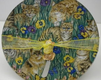 "10"" Round Decoupage Cat Plate with Cat Spreader"